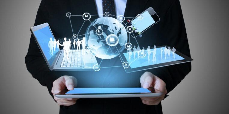Mettre une stratégie digitale permet de communiquer avec ses clients d'une manière différente et plus en phase avec les modes de communication actuels.